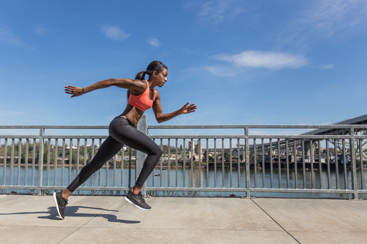 woman-sprinting-outdoor-workouts